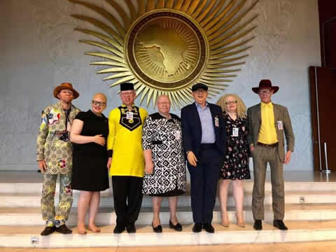 Overstone (rechts) vertritt als Chairman die Interessen von Menschen mit Albinismus in der African Union